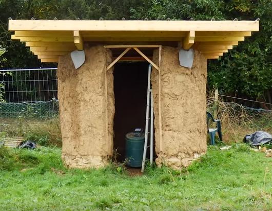 Comment construire une cabane en terre crue ? http://ecolo-bio-nature.blogspot.com/2017/10/comment-construire-une-cabane-en-terre.html