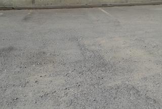Jalan aspal yang rusak