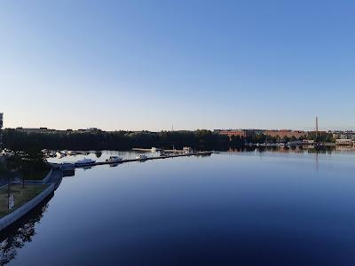 Näkymä Ratinan sillalta Pyhäjärven yli Hatanpäälle