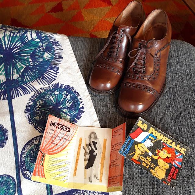 70s brogues shoes 1970s tea towel torchon années 70 derbies prospectus le sexy cabaret paris  la poubelle nightclub london