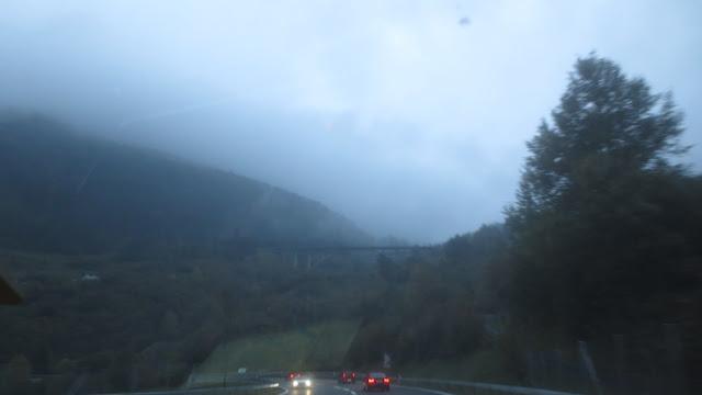 Schweizer Autobahn Richtung Tessin