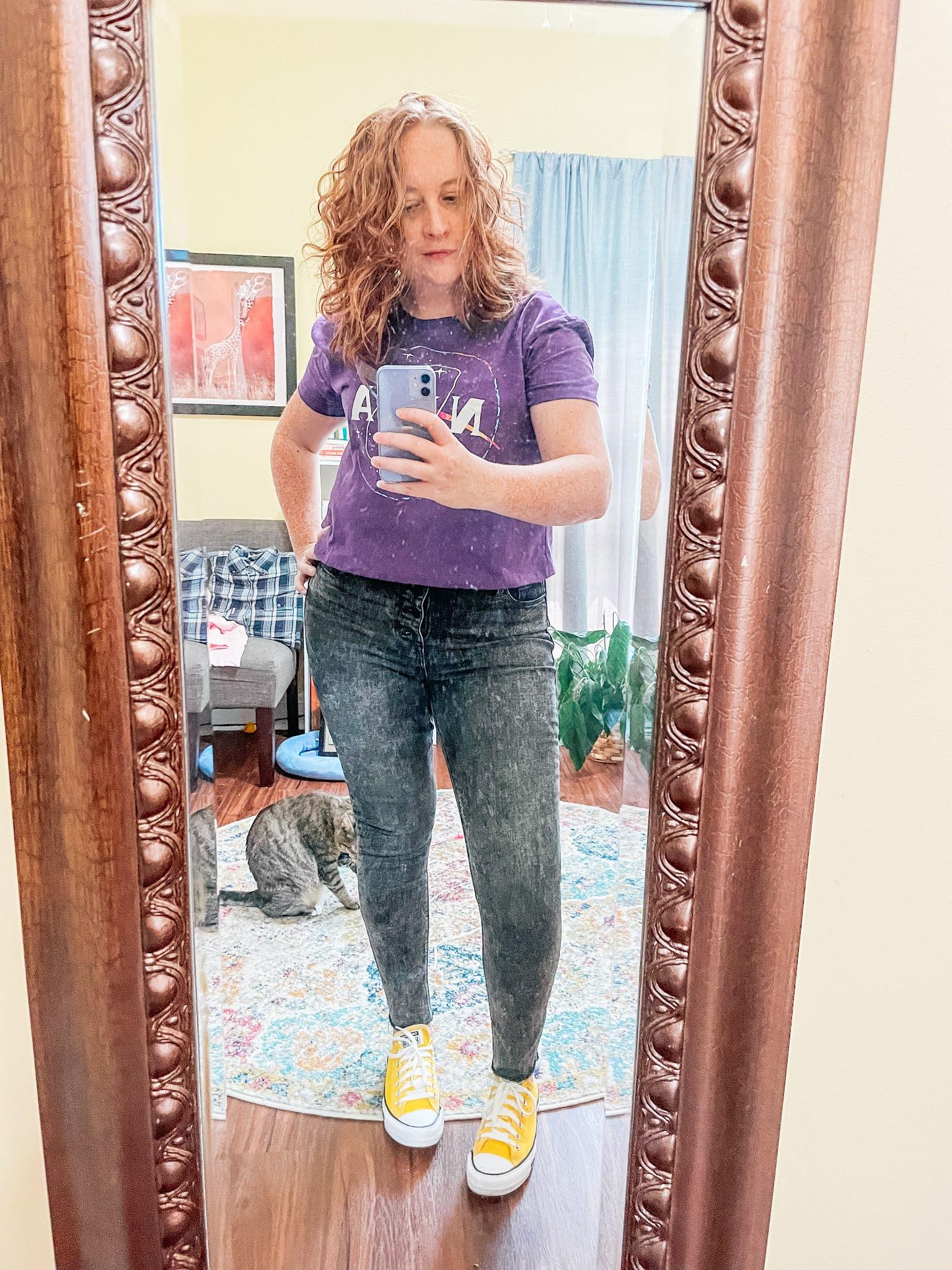 nasa-cropped-tshirt-gray-jeans-yellow-converse