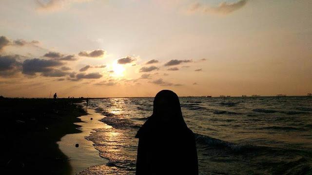 pemandangan di pantai tirang semarang