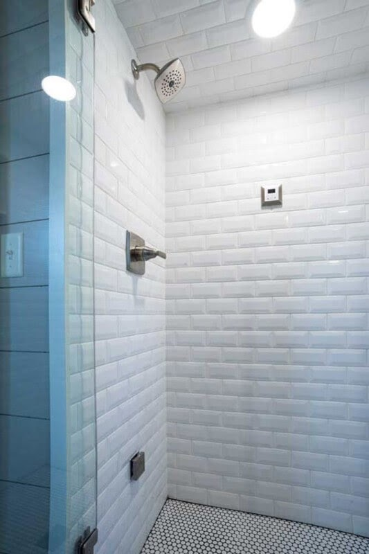 06-Shower-Timbercraft-Architecture-in-Mobile-Tiny-House-www-designstack-co