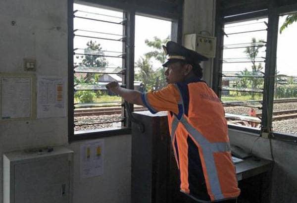 penjaga lintasan kereta api