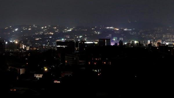 Los cortes de energía en Venezuela: los apagones continúan mientras se asoman las protestas.