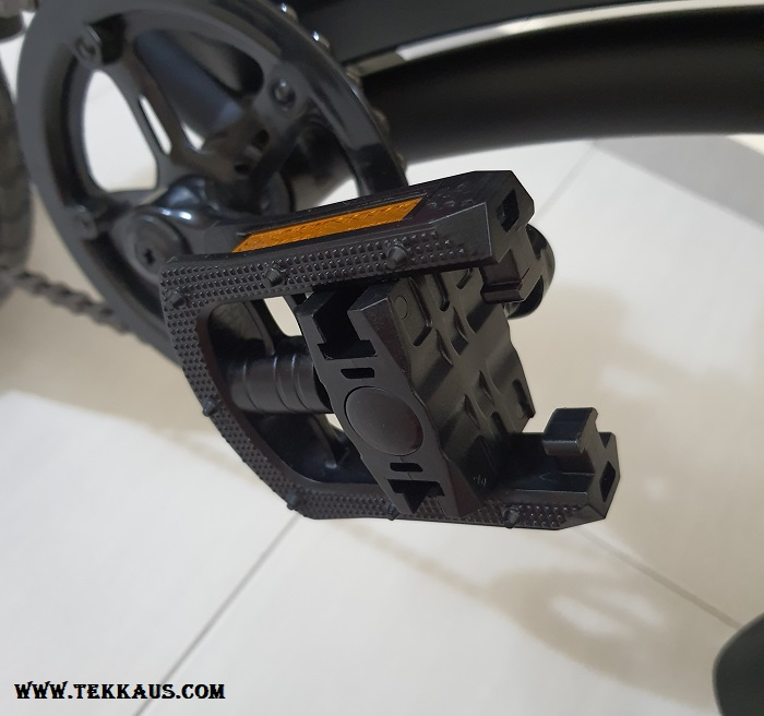 How to fold DYU D3+ Electric Bike Foldable Pedals