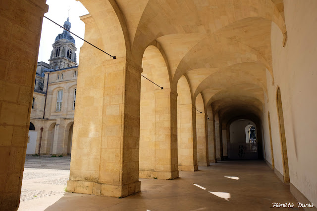 Cour Mably