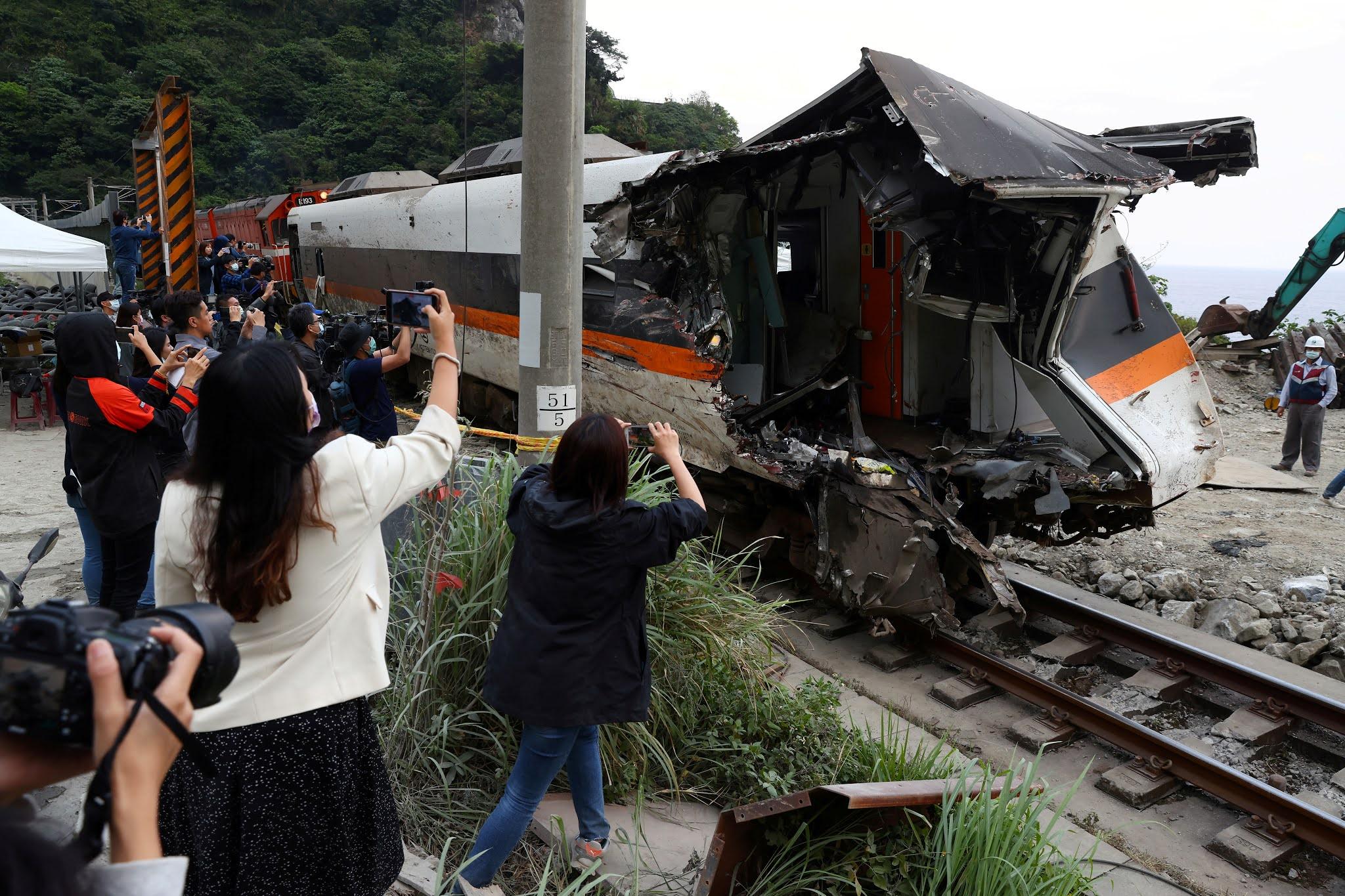 VIDEO: así fue el choque de tren en Taiwán que dejó al menos 51 muertos