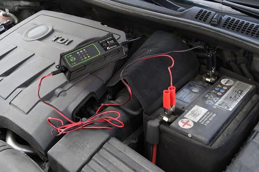 Entretien de la batterie d'une voiture