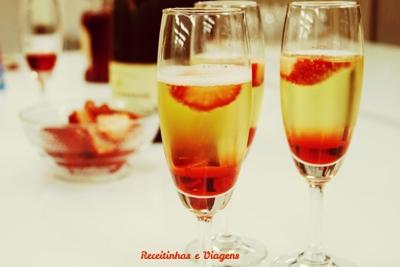 Drinks para o Réveillon: Espumante com morango, um clássico