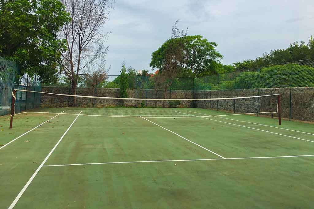 beach house in ecr with tennis court