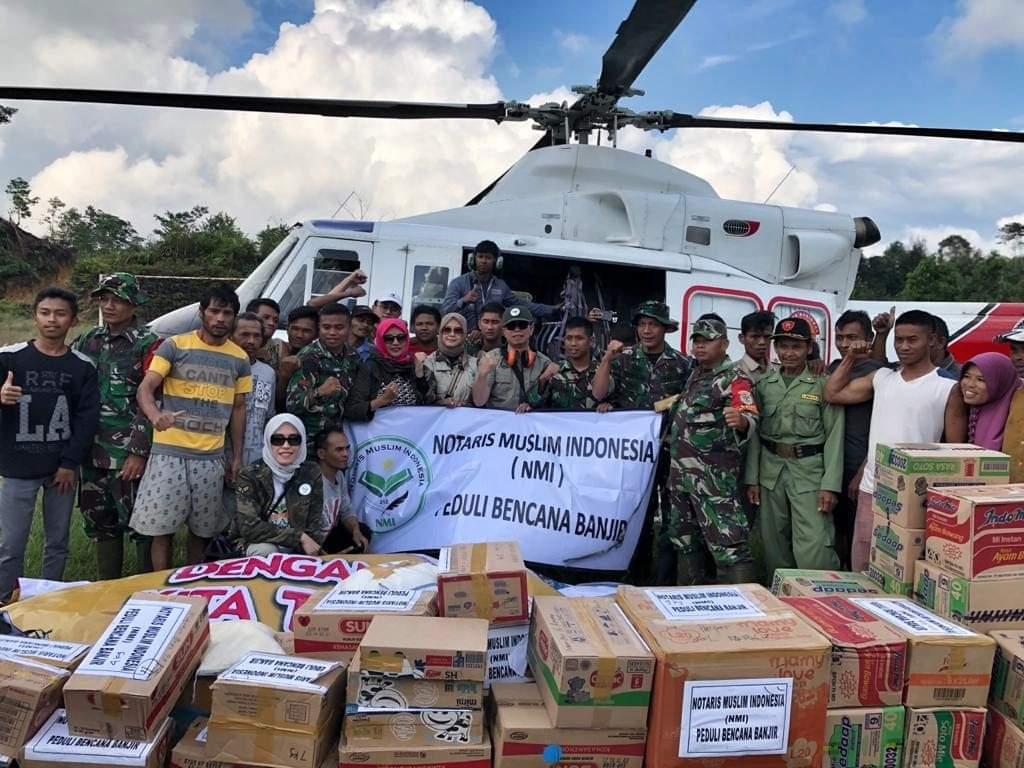 Akses Sulit, Notaris Muslim Indonesia (NMI) Serahkan Bantuan Gunakan Helikopter
