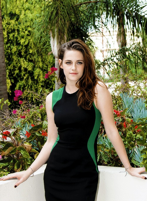 Hollywood actress Kristen Stewart Gallery : A Magnetic Angel.