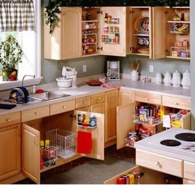 Dapur Yang Lengkap Dengan Peralatan