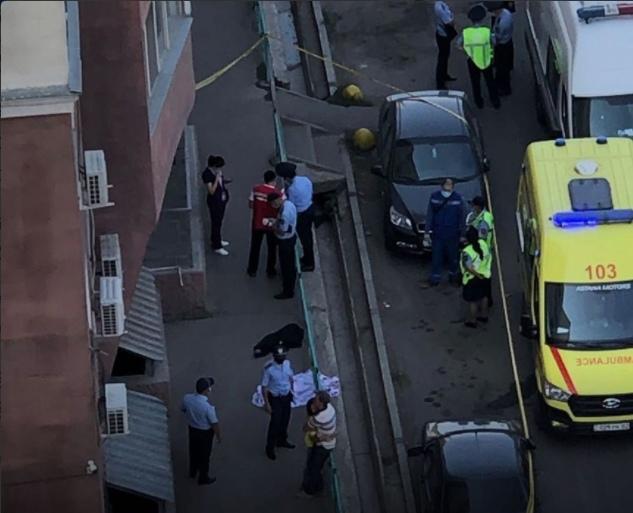 Мать вышла в магазин, а тем временем дети 5-и и 3-х лет выпали из окна 5-ого этажа и погибли