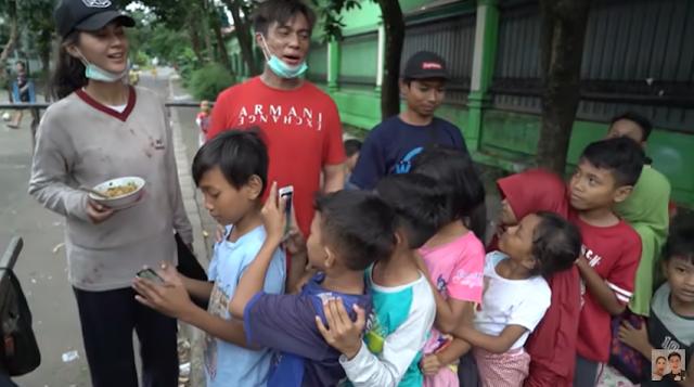 Daftar nama Artis indonesia yang Rela jadi Gembel dan Pengemis Buat Youtube