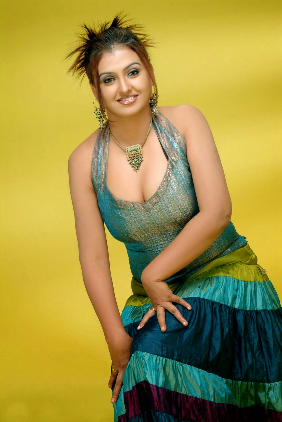 Know Indian actress sona hot seems