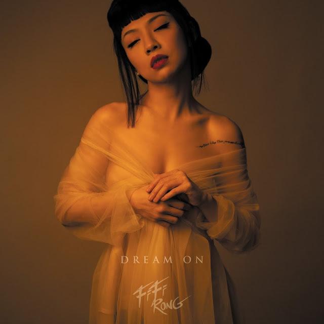 """Avec """"Dream On"""", cette ballade contemporaine à la production très atmosphérique, Fifi Rong a tout pour envoûter cet été."""