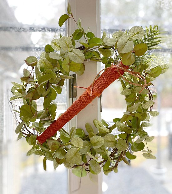 Make a Springtime wreath with a burlap carrot