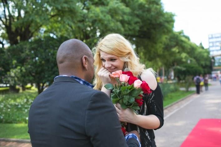 pedido-casamento-surpresa-praça-liberdade-noivado