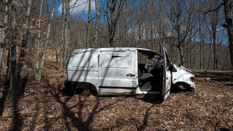 Τα εγκαταλειμμένα αυτοκίνητα των διακινητών στην ορεινή διαδρομή του Έβρου
