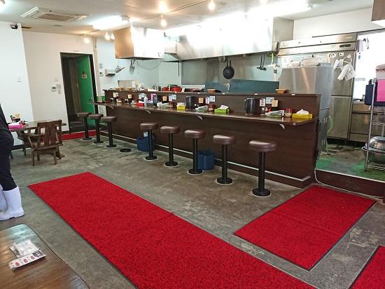 横浜家系ラーメン チバリ家 宜野湾店の店内の写真