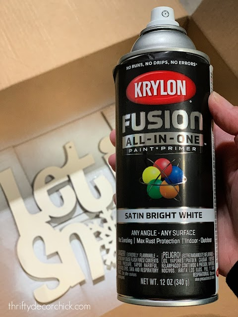 Krylon white spray paint holiday sign