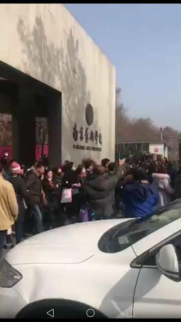 """两千多钱宝""""合伙投资人""""在南京游行(图)"""