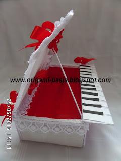 krepa włoska, pudełko z bibuły, pudełko ozdobne, z życzeniami