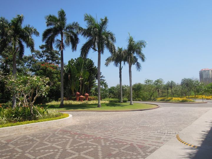 Driveway of Shangri-La's Mactan Resort and Spa