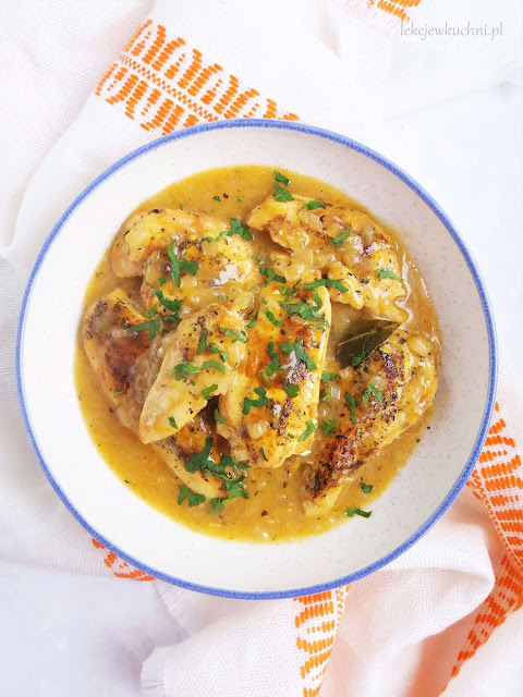 Pierś z kurczaka w sosie własnym przepis
