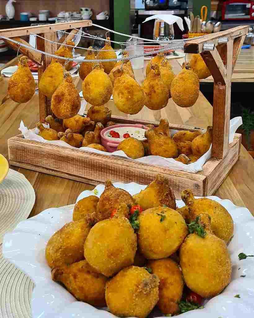 O chef Melchior Neto preparou essa versão especial da coxa creme, petisco clássico amado por todo o Brasil.