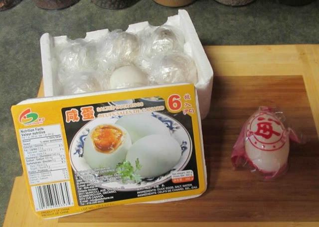 البيض المسلوق في رزم