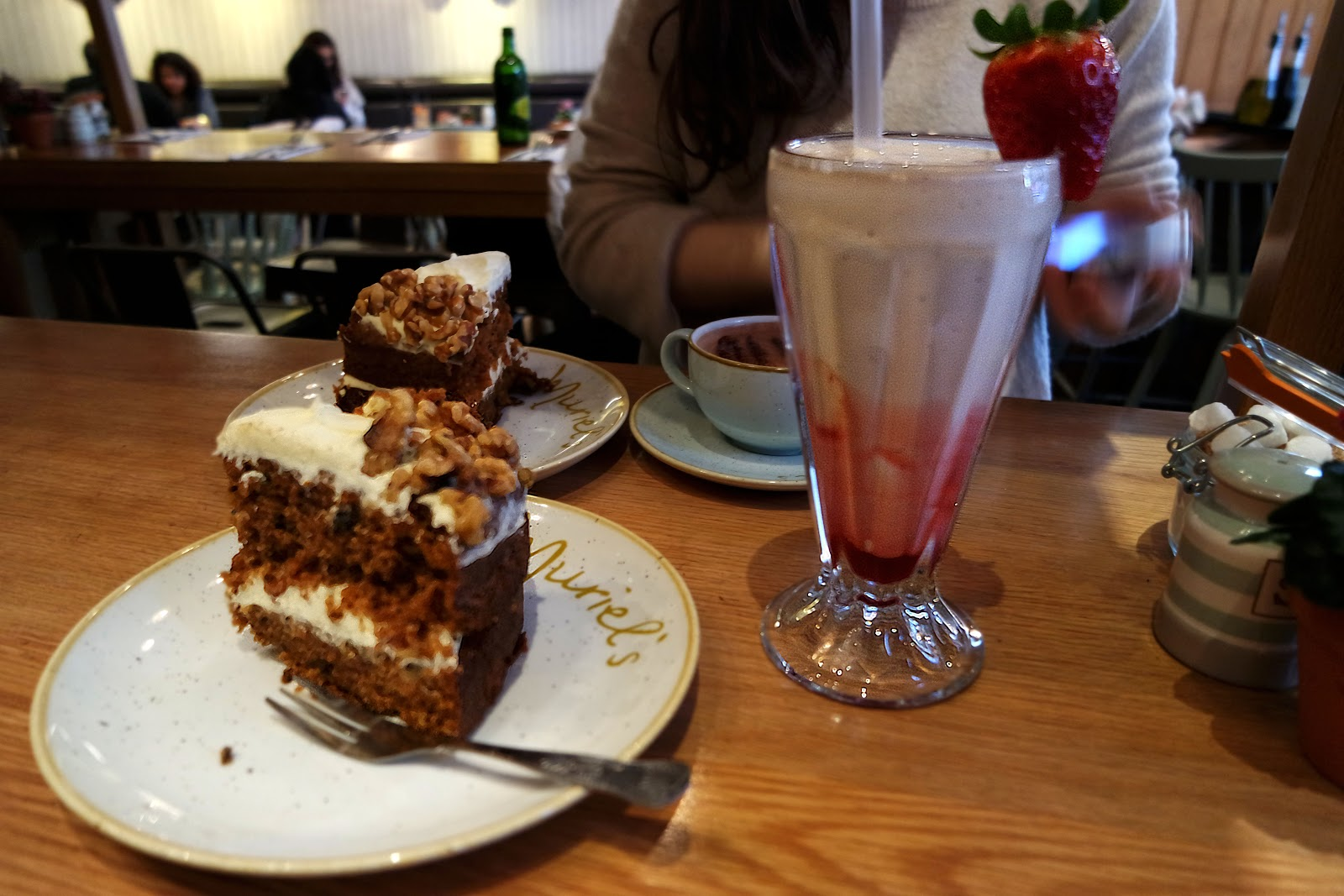 Muriel's Kitchen,cake, milkshake, South Kensington, London, Londres, vlog, blog, travel, travelling, london streets, french,