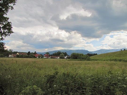 Mysłakowice. Panorama Karkonoszy.