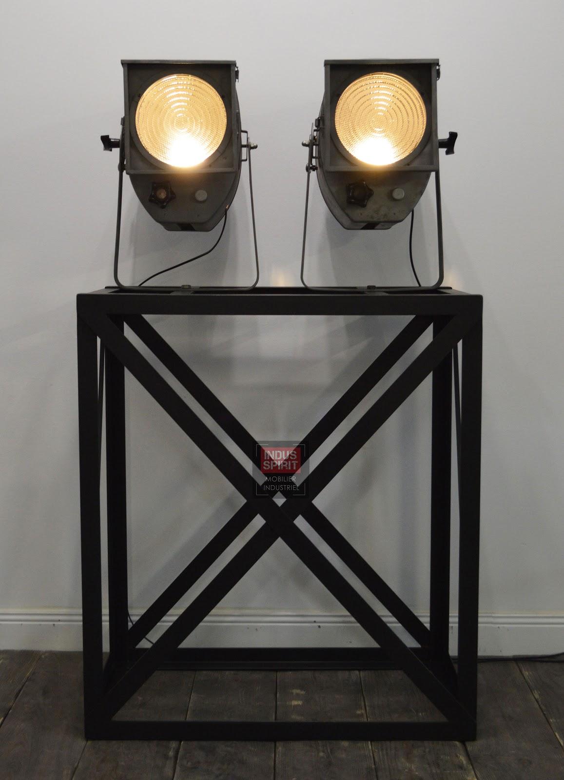 anciens projecteurs de cin ma. Black Bedroom Furniture Sets. Home Design Ideas