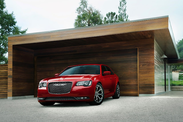 Front 3/4 view of 2016 Chrysler 300S