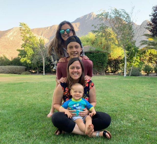 Margarita, María Jesús y familia