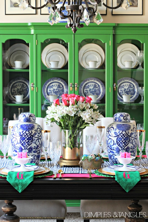 How to set a table, Easter table, Easter tablescape, Spring Table setting, bold color, dining room