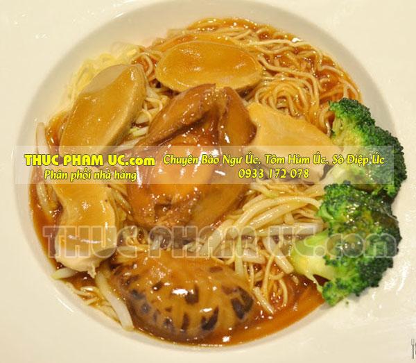 Mì nấu với bào ngư