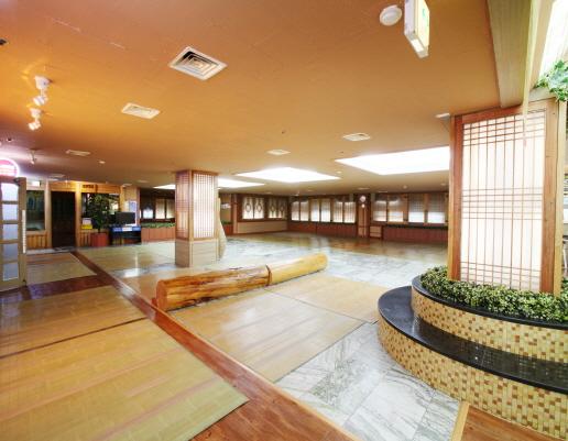 Central hall di lantai 2, tempat nonton tv, chat, ngerumpi dll, pic by silloamsauna