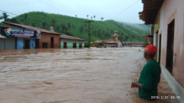 A cidade de Marajá do Sena fica completamente coberta de água após fortes chuvas.