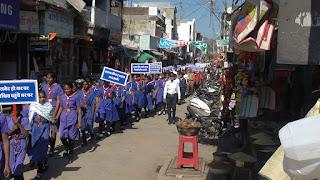 यातायात पुलिस द्वारा सडक सुरक्षा सप्ताह के तहत जनजागरूकता रैली निकाली
