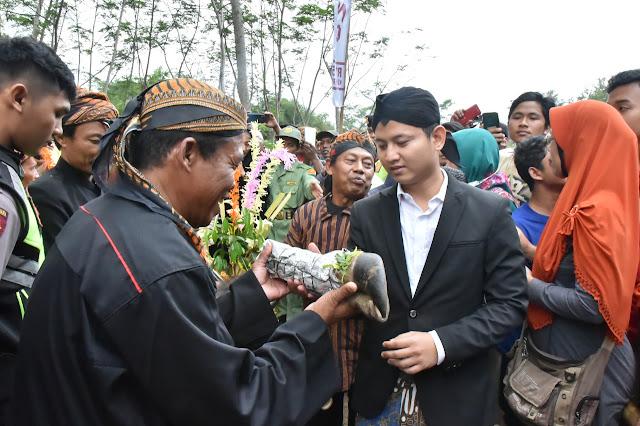 Lempar Kepala Kerbau, Bupati Trenggalek Terus Lestarikan Budaya Nyadran Dam Mbagong