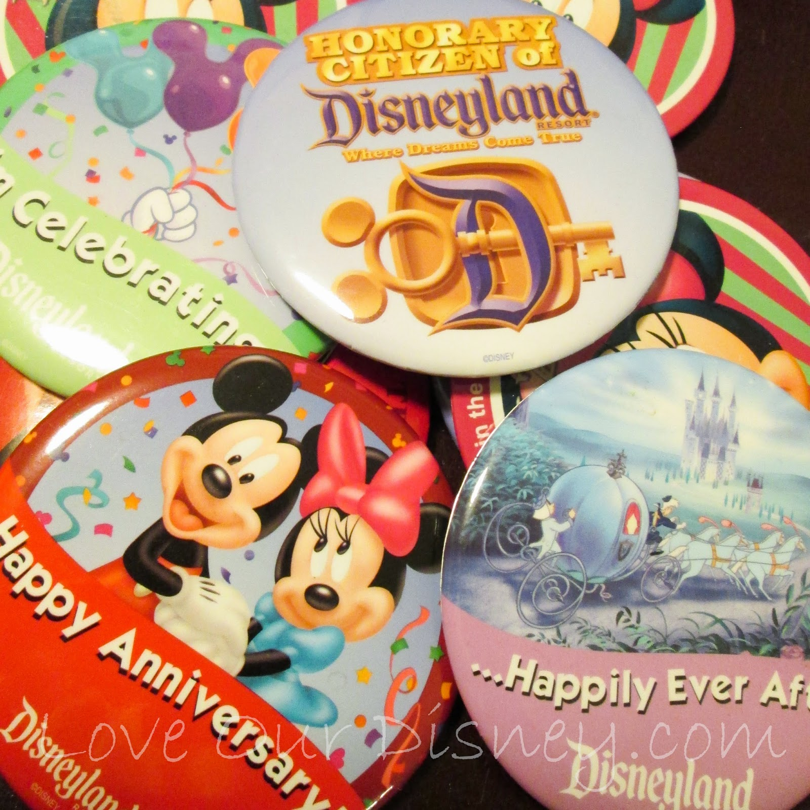 LoveOurDisney.com is letting you know what items you can get for free at Disneyland Resort. Did you know there were so many?