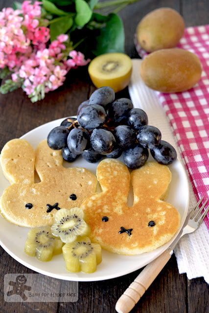 thick fluffy Japanese pancakes hotcakes