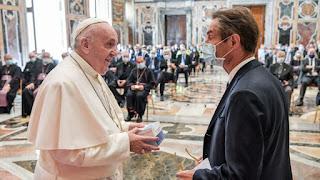 البابا يشكر الأطباء والعاملين في مجال الرعاية الصحية على خدماتهم البطولية أثناء الوباء