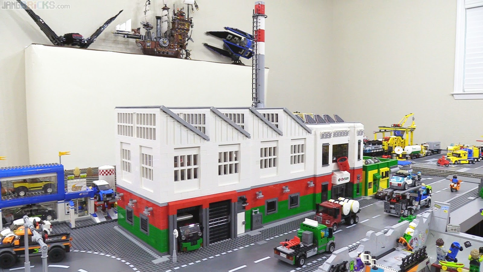 Octan Factory MOC: Roof on & in its new home