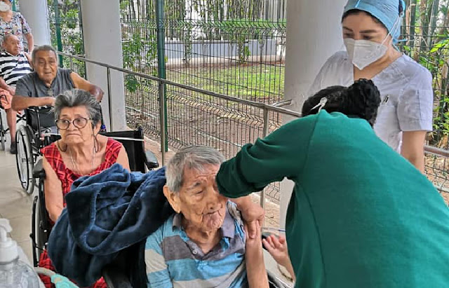 Es un gusto ver que son más los yucatecos que se están vacunando, a seguir cuidándonos y no bajemos la guardia. Saludos. Mauricio Vila @MauVila. Foto Joaquín Díaz Facebook